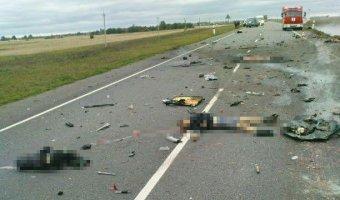 В ДТП с грузовиком и микроавтобусом под Петербургом погибли семь человек