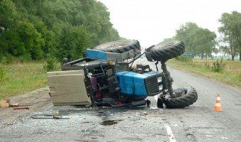 В Абинском районе мужчина угнал трактор и устроил ДТП с четырьмя пострадавшими