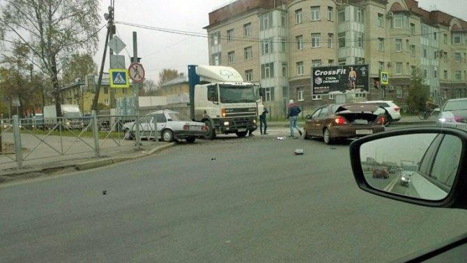 Пенсионер и младенец пострадали в ДТП в Колпино (3).jpg