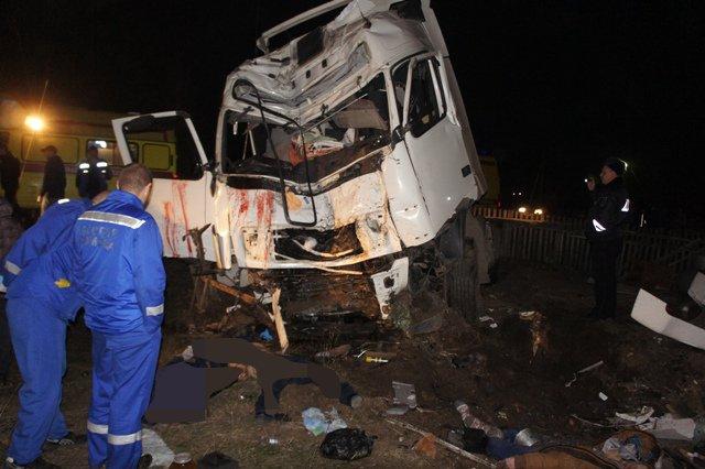Пьяный водитель грузовика устроил ДТП с пятью погибшими на Урале (2).JPG