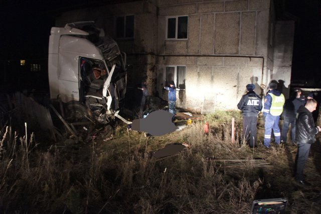 Пьяный водитель грузовика устроил ДТП с пятью погибшими на Урале (1).JPG