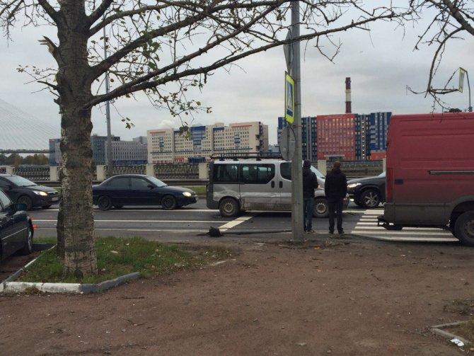 Массовое ДТП на Октябрьской набережной в Петербурге (3).jpg