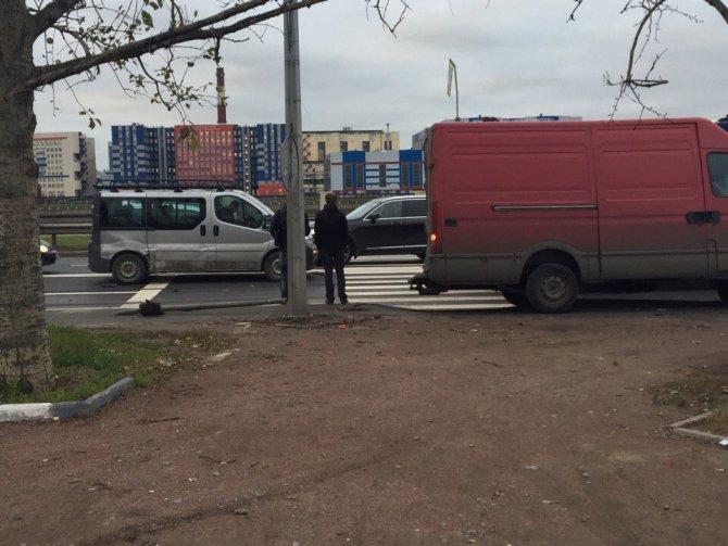 Массовое ДТП на Октябрьской набережной в Петербурге (1).jpg