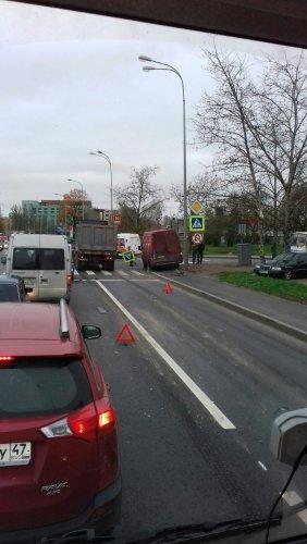 Массовое ДТП на Октябрьской набережной в Петербурге (4).jpg