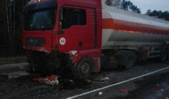 Под Костромой в ДТП с фурой погибли три человека