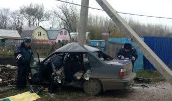 В Стерлитамаке пьяный водитель врезался в столб: погибла девушка