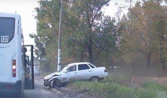 Скоростной обгон справа с наездом на маршрутку и опрокидыванием в Тольятти