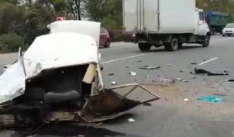 В ДТП с грузовиком в Абинском районе ВАЗ разорвало пополам: погиб водитель