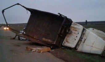 В Башкирии пьяный водитель грузовика протаранил машину ГИБДД