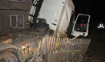 Пьяный водитель грузовика устроил ДТП с пятью погибшими на Урале