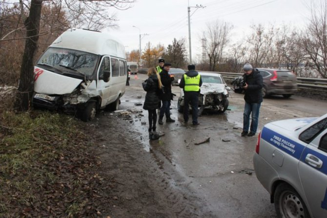 В ДТП на «грузовой восьмерке» в Ульяновске пострадали 11 человек (9)