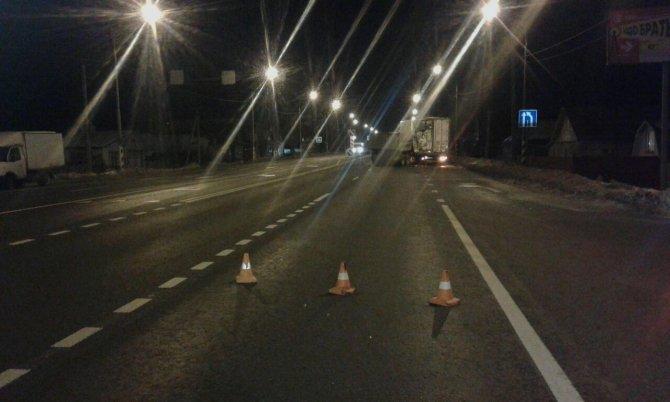 В Тверской области водитель КамАЗа сбежал после смертельного ДТП (2)