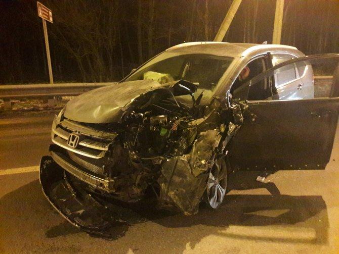 Пьяный водитель устроил массовое ДТП на Дороге Жизни (3)