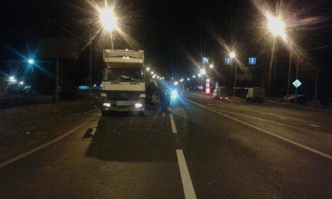 В Тверской области водитель КамАЗа сбежал после смертельного ДТП (1)