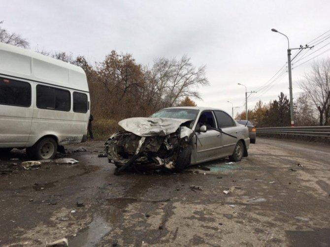 В ДТП на «грузовой восьмерке» в Ульяновске пострадали 11 человек (7)