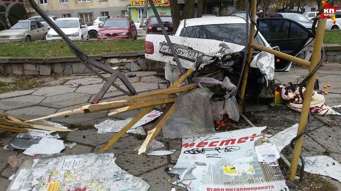 В Симферополе иномарка насмерть сбила человека на остановке (1)