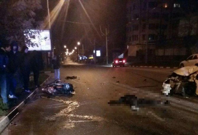 В Новороссийске в ДТП с мотоциклом погибли два человека (1)