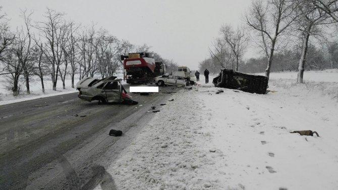 На Ставрополье в ДТП с микроавтобусом легковушку разорвало на части погиб человек (1)