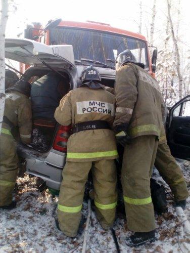 Под Невьянском в ДТП с КамАЗом погибли женщина и ребенок (3).jpg