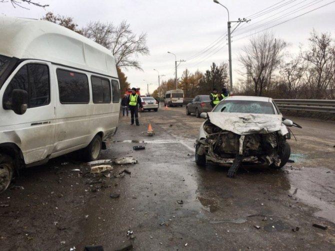 В ДТП на «грузовой восьмерке» в Ульяновске пострадали 11 человек (3)