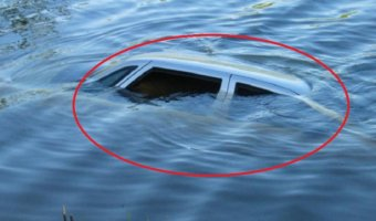 В Воронежской области водитель утонул в машине