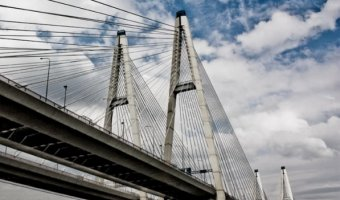 На Большом Обуховском мосту через реку Нева до середины декабря ограничат движение по внутреннему кольцу КАД