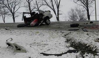 На Ставрополье в ДТП с микроавтобусом легковушку разорвало на части: погиб человек