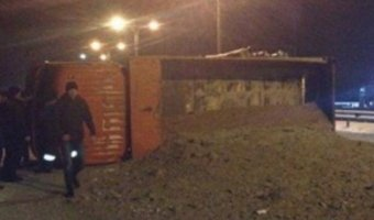 В ДТП в Ростовской области грузовик раздавил иномарку: погибли двое