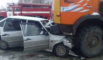 В Воронежской области грузовик раздавил легковушку
