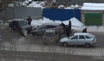 В массовом ДТП в Кургане пострадали четыре человека