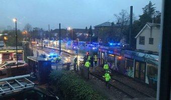 В Лондоне перевернулся трамвай: несколько погибших, более 50 раненых