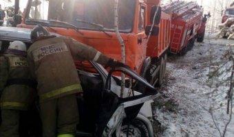 Под Невьянском в ДТП с КамАЗом погибли женщина и ребенок