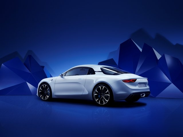 Начался прием предзаказов на Renault Alpine (2)