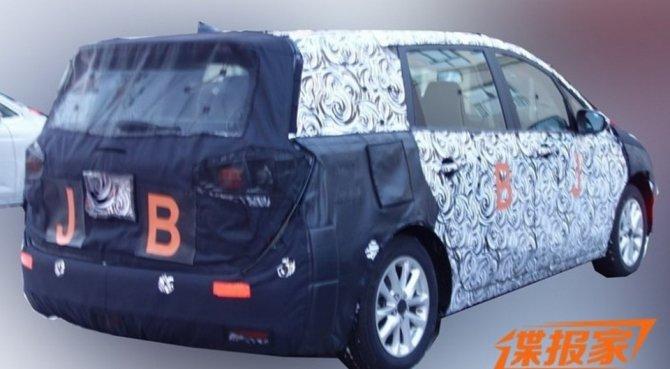 Buick тестирует новый минивэн GL6 в Китае (1)