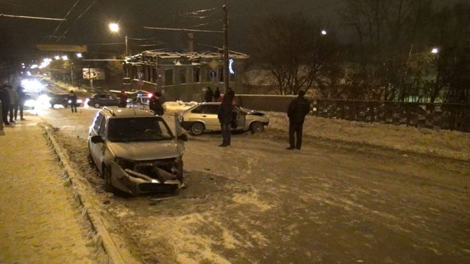 В ДТП на мосту в Вологде погиб молодой водитель ВАЗа (3)