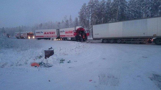 На тюменской трассе в ДТП погиб водитель фуры (1)