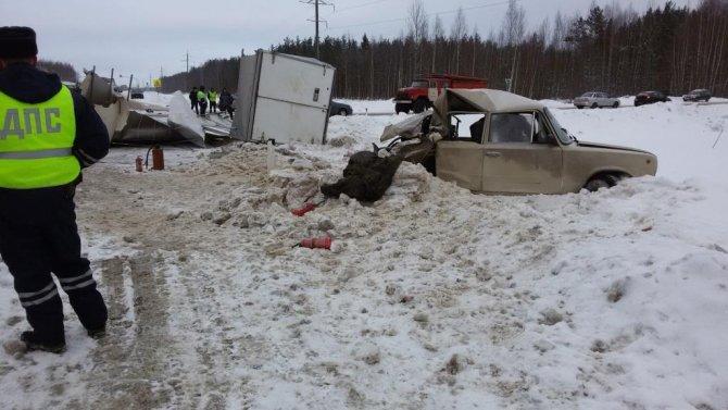 В ДТП с фурой под Вологдой погиб человек (4)