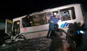 В Пермском крае в ДТП с вахтовым автобусом погибли три человека