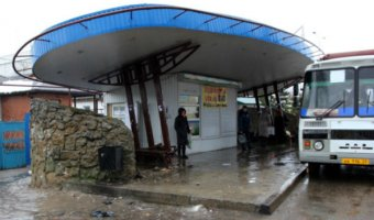 На Кубани юный водитель ВАЗа сбил двух женщин на остановке