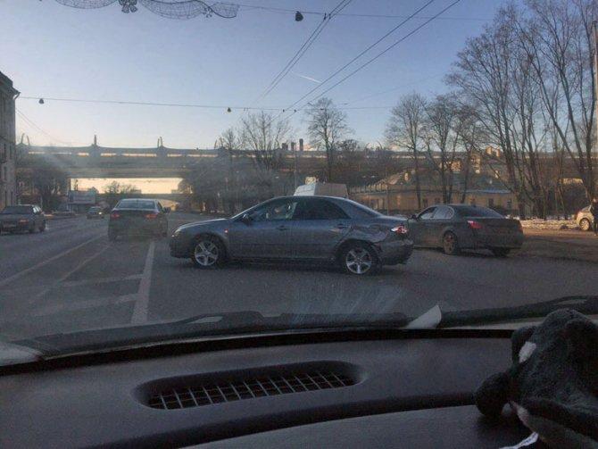 В ДТП на Стачек пострадали мужчина и младенец (3)