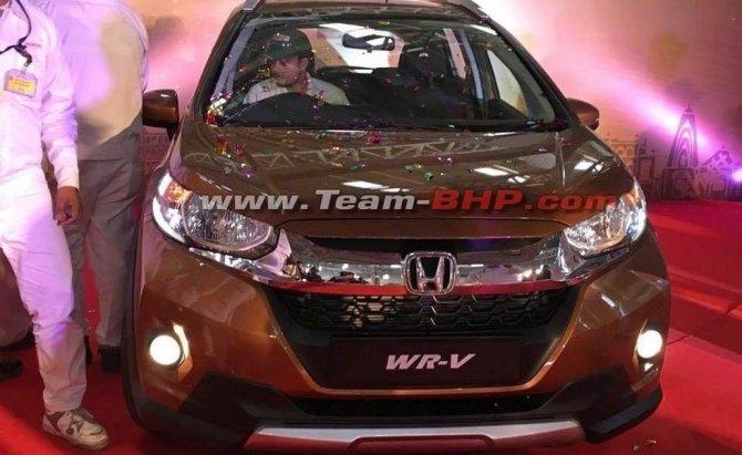 В Сети появились фото серийного кроссовера Honda WR-V (3)