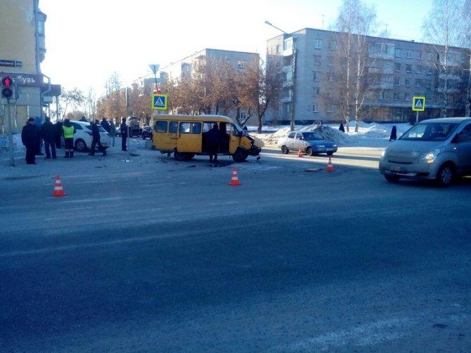 В Лесном иномарка сбила школьника на тротуаре (3)