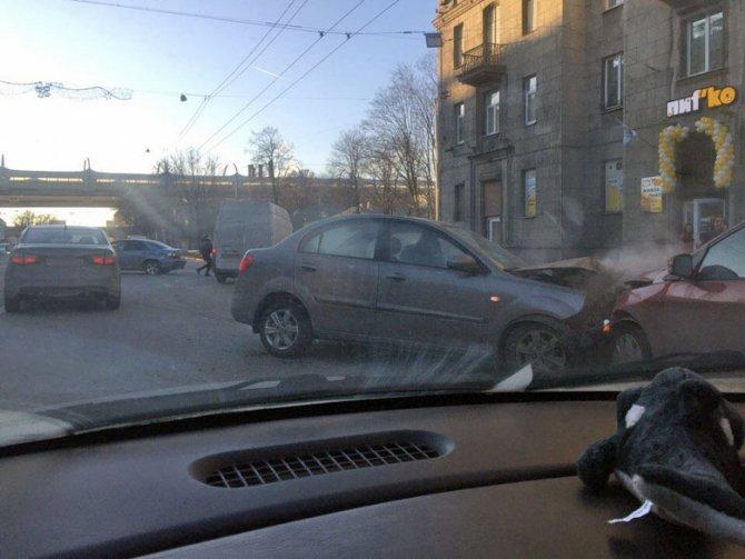 В ДТП на Стачек пострадали мужчина и младенец (2)