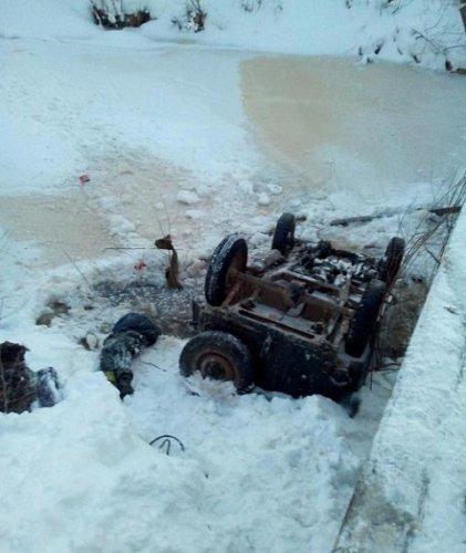 В Лысковском районе машина упала в реку погиб мальчик (4)