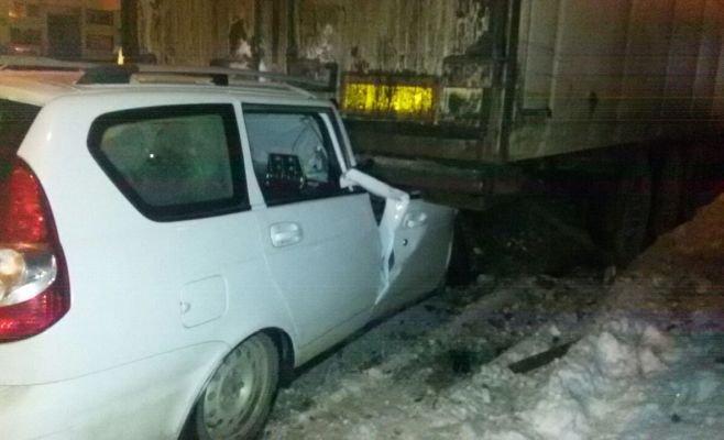 В Татарстане «Приора» залетела под фуру погиб человек (3)