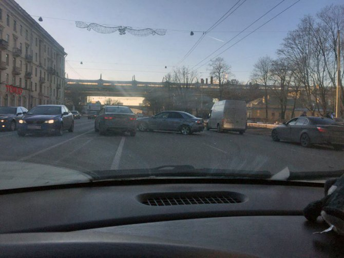 В ДТП на Стачек пострадали мужчина и младенец (4)