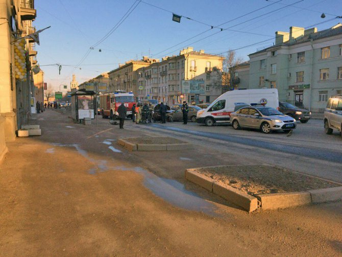 В ДТП на Стачек пострадали мужчина и младенец (6)