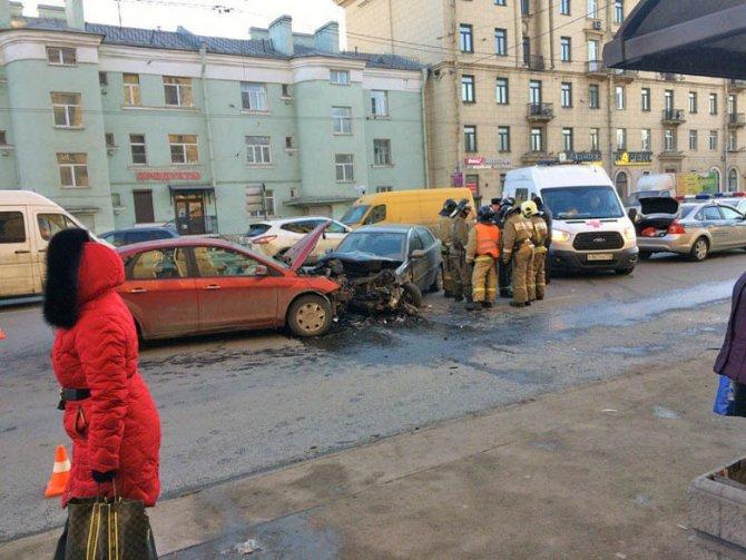 В ДТП на Стачек пострадали мужчина и младенец (7)
