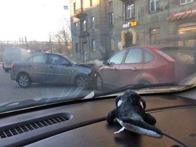 В ДТП на Стачек пострадали мужчина и младенец (1)