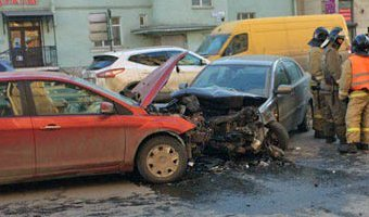 В ДТП на Стачек пострадали мужчина и младенец